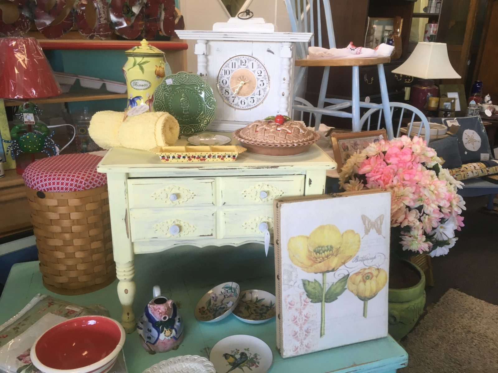 Unique Decorative Accessories • We carry vintage and new decorative accessories for your home from artwork to unique ceramics, lamps, picture frames, items for your kitchen and dining room and so much more! Even items for your pets!