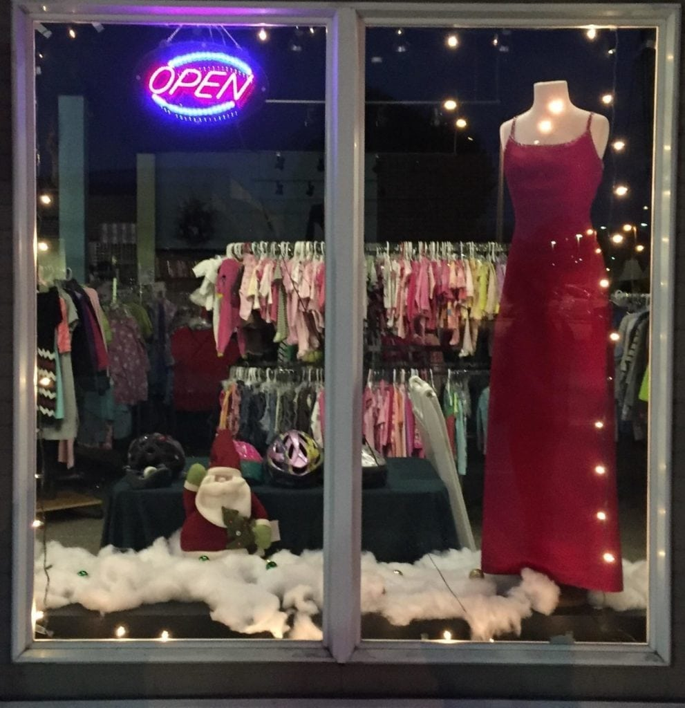 Display window • Beautiful red evening gown. For sale January 1, 2018