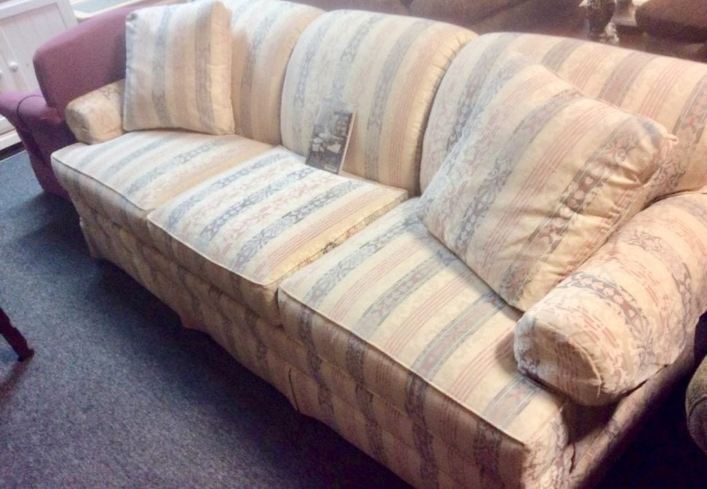 Thomasville sofa great shape • Great buy on this very gently used thomasville furniture brand sofa. Looks and sits brand new with original paperwork.
