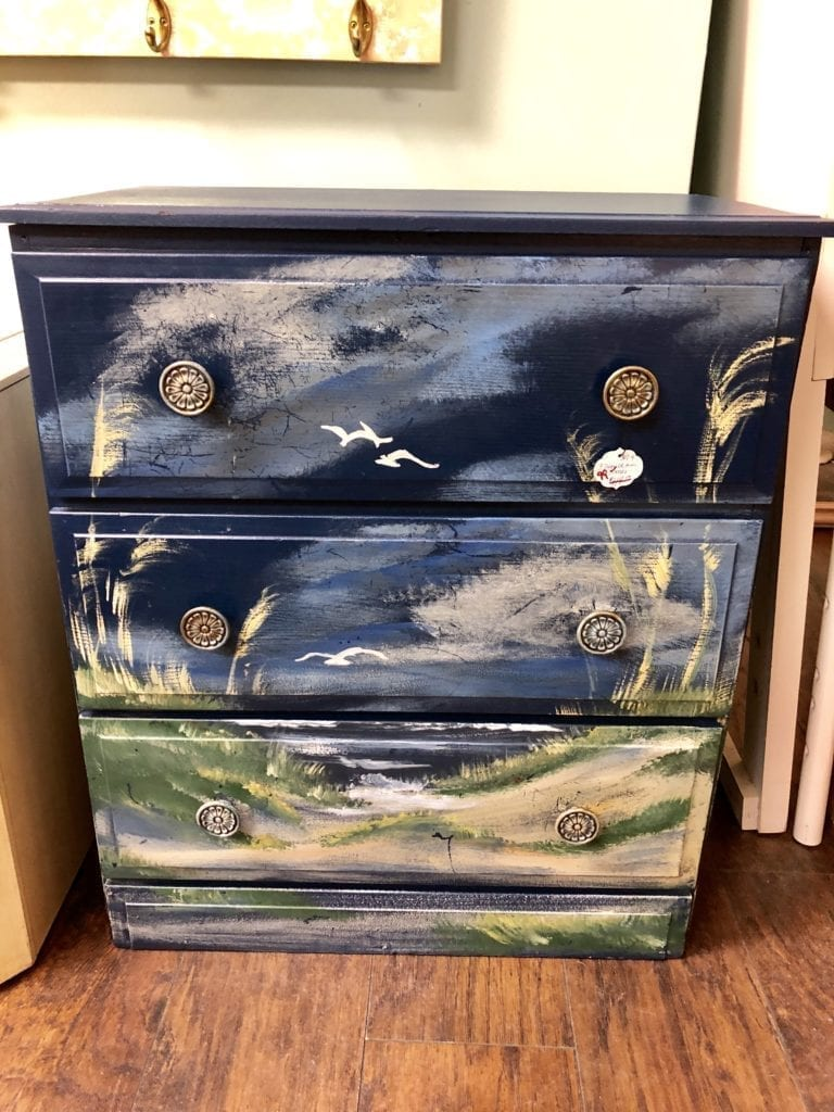 3 Drawer Mini Dresser • Beautiful Beachy theme painted 3 drawer dresser.