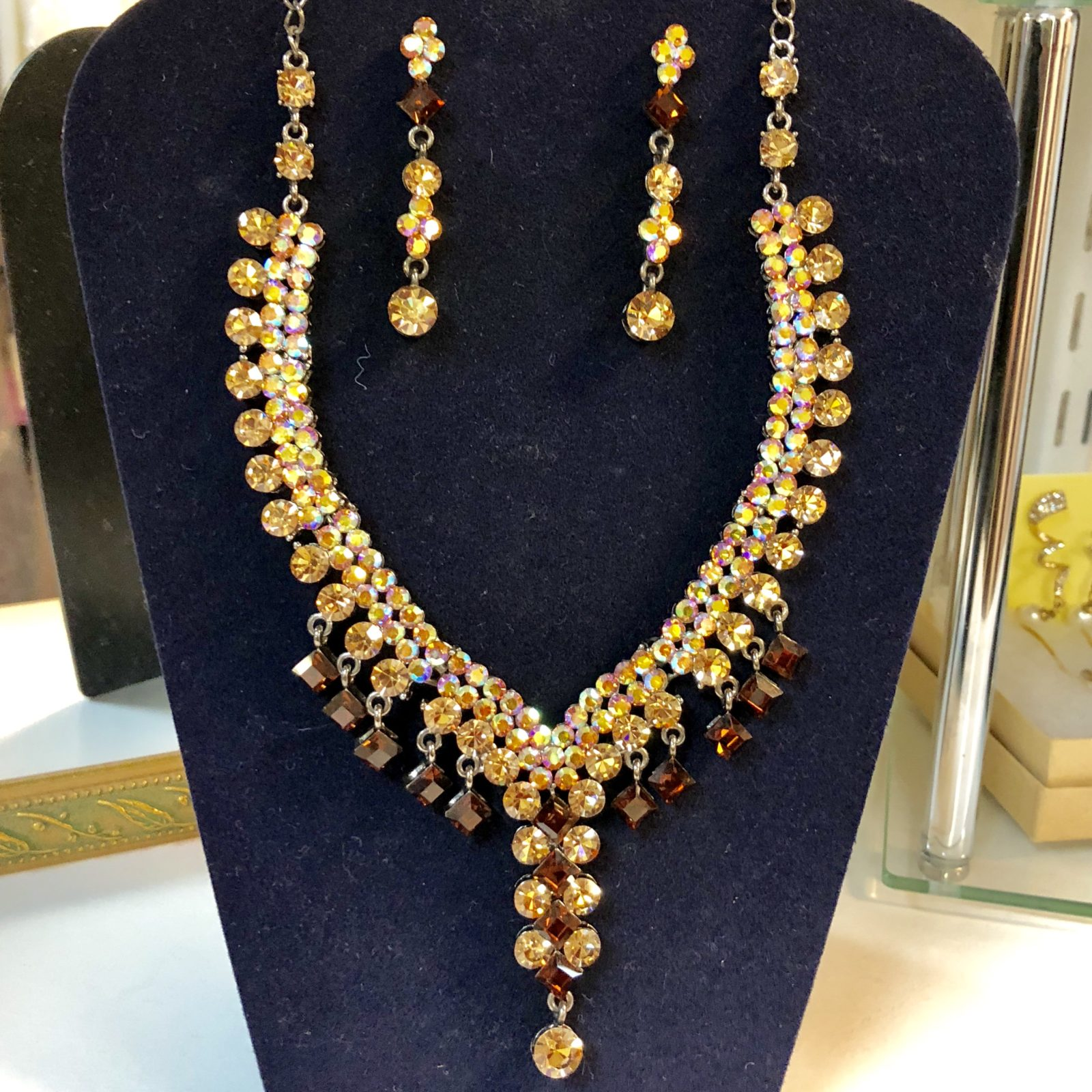 Dangling Necklace Set • Gold dangling necklace and earrings set. With splashes of garnet colored needs