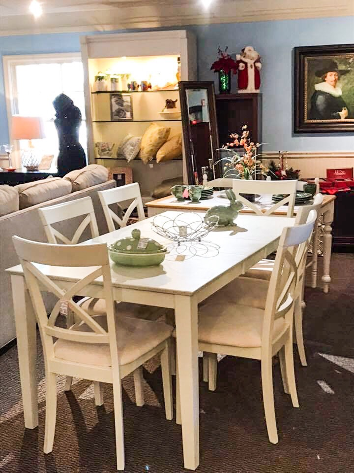 Beautiful White Table & Chairs • Beautiful table perfect for any kitchen or great for a condo. There are 6 cushioned chairs.
