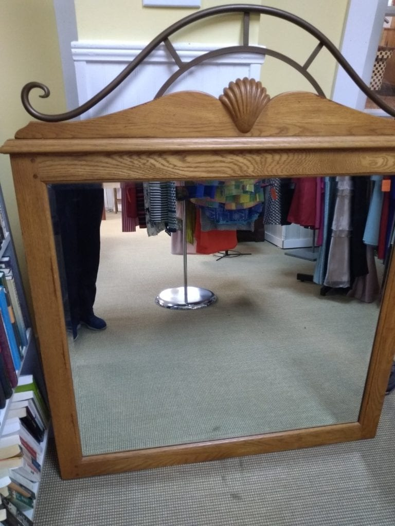Hanging Mirror • Nice mirror, approximately 4x4